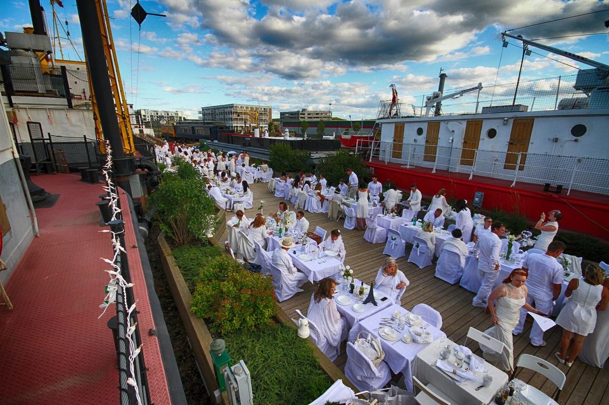 What is Diner en Blanc?